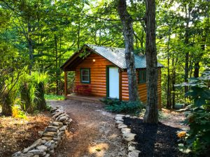 Barefoot Hills - Log Cabin Wedding Guest Lodging